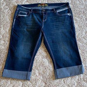 Maurice's Capri new w/o tags. Plus size 24 jeans.